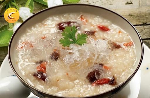 Súp nấm kết hợp với tổ yến thơm ngon, giàu dinh dưỡng